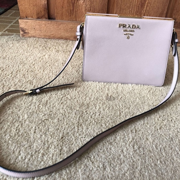 Prada Light Frame Saffiano leather bag. M 5af5e1f23afbbd7c771bc870 9d9ddefc31